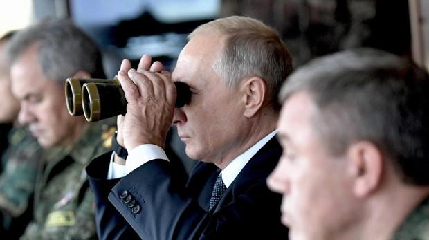 Putin acude a las mayores maniobras rusas de la historia y aboga por reforzar aún más su Ejército