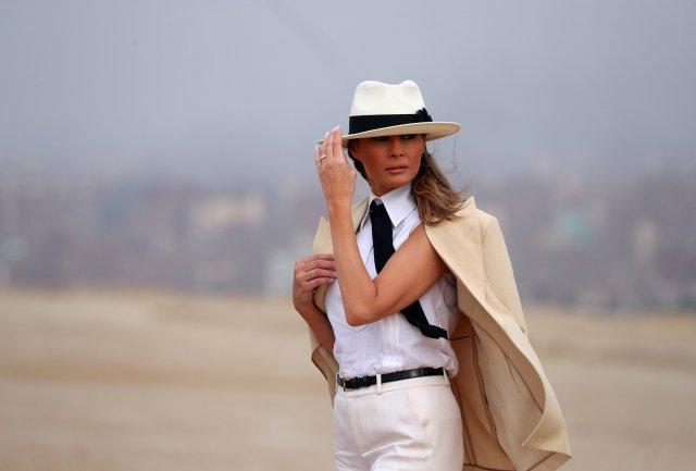"""La """"operación humildad"""" de Melania Trump en África a través de sus looks (Fotos)"""
