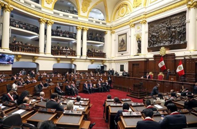 Congreso de Perú admitió a debate moción de vacancia del presidente Martín Vizcarra