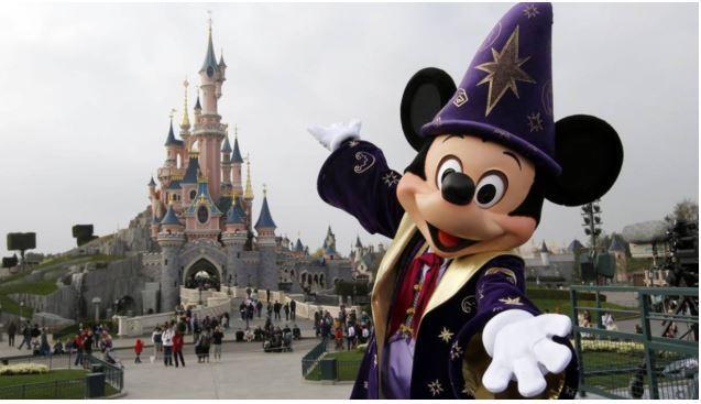 Se perdió en Disneyland mientras estaba desnudo y bajo los efectos de las drogas