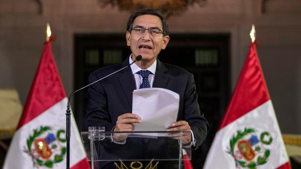 Vizcarra disuelve el Congreso peruano y convoca elecciones