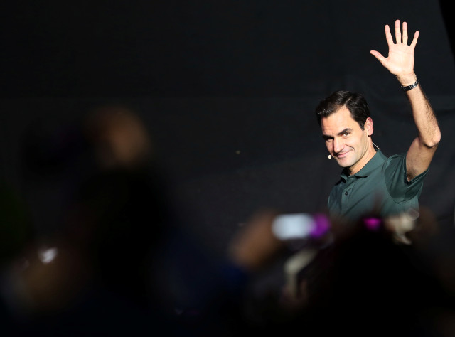 En plena cancha, Roger Federer debió suspender su partido en Colombia por el toque de queda