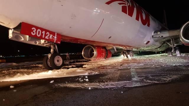 Aeronave de Avior aterrizó de emergencia en aeropuerto de El Dorado, en Bogotá (Fotos y video)