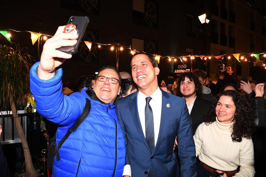 Juan Guaidó se reunió con la diáspora venezolana en Londres tras encuentro conBoris Johnson ( +fotos y videos)
