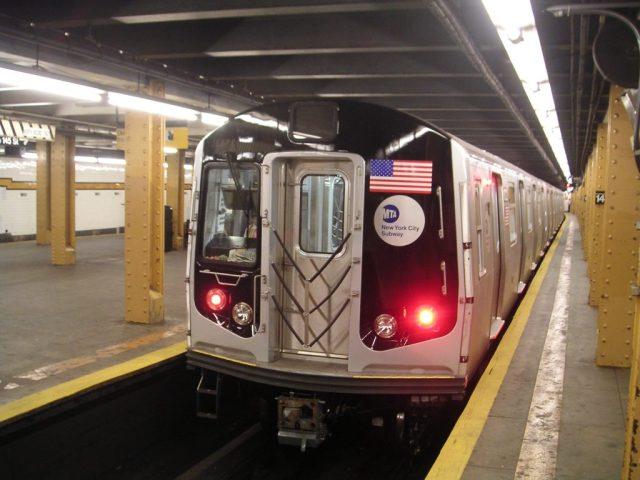 Lo golpearon y le cortaron el rostro durante una trifulca en el Metro de Nueva York