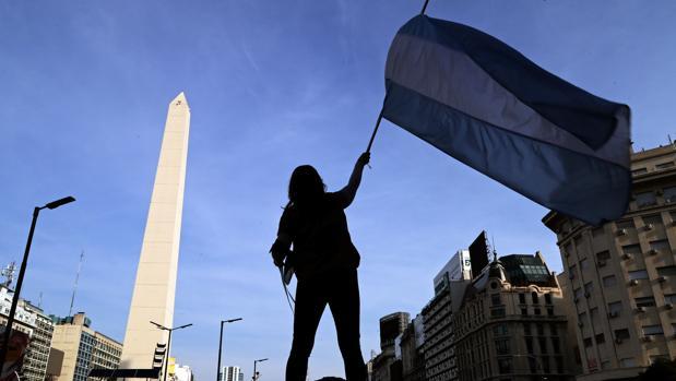 Argentina alcanza un acuerdo para reestructurar 55.000 millones de euros de deuda